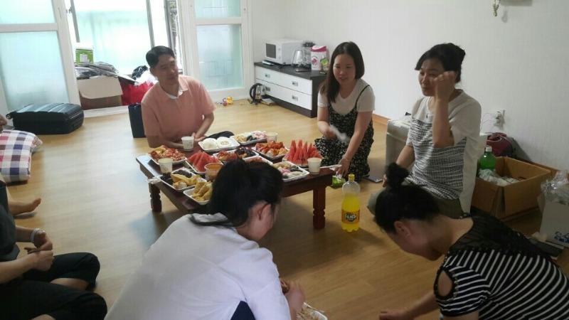 7.18일 하나센터 졸업생들 새집들이 봉사활동.jpg